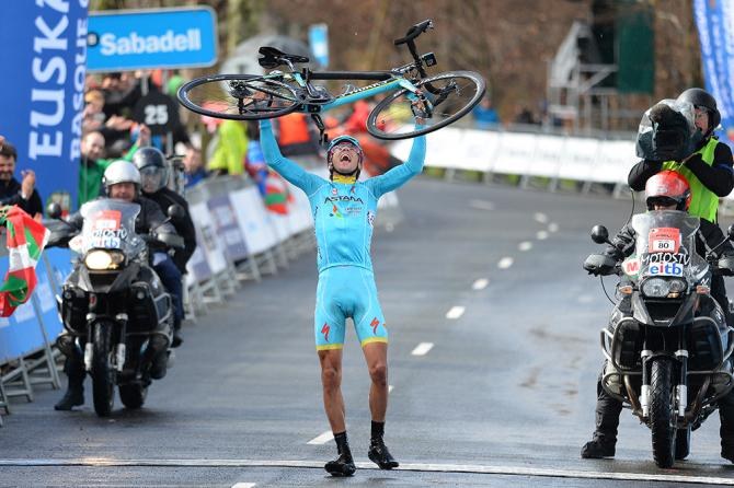 Así entró Rosa en meta. Vaya exhibición dio el italiano, que logró en Arrate la mejor victoria de su carrera deportiva.