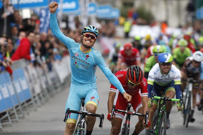 Luis León Sánchez celebra una victoria muy importante para él. El ciclista de Mula no levantaba los brazos en el World Tour desde 2012.