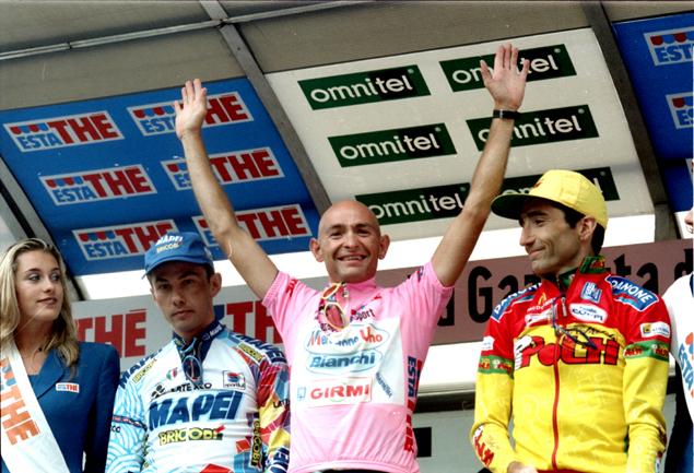 1998-Pantani-sul-podio-fina