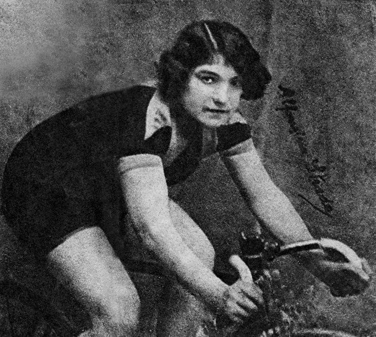 Alfonsina Strada es la única mujer que ha participado en el Giro de Italia