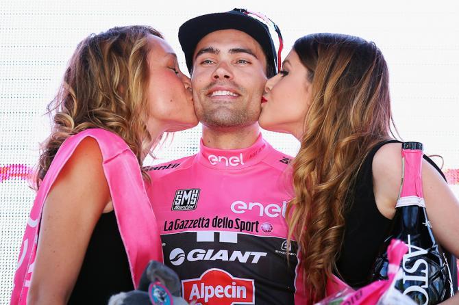 Dumoulin, con la primera maglia rosa del Giro 2016.