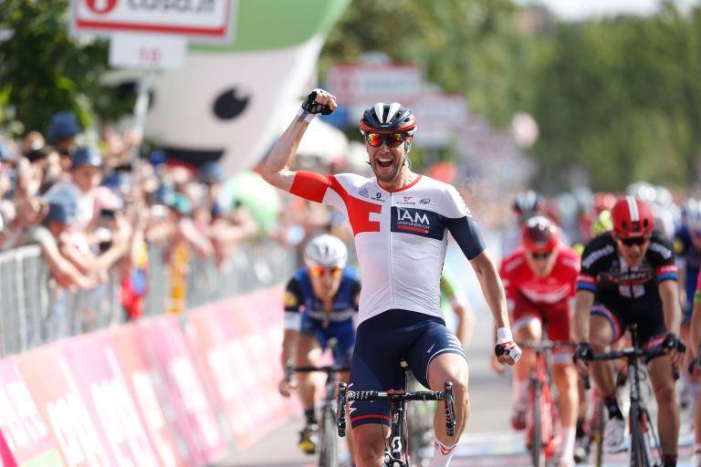 Kluge celebra la victoria de su victoria