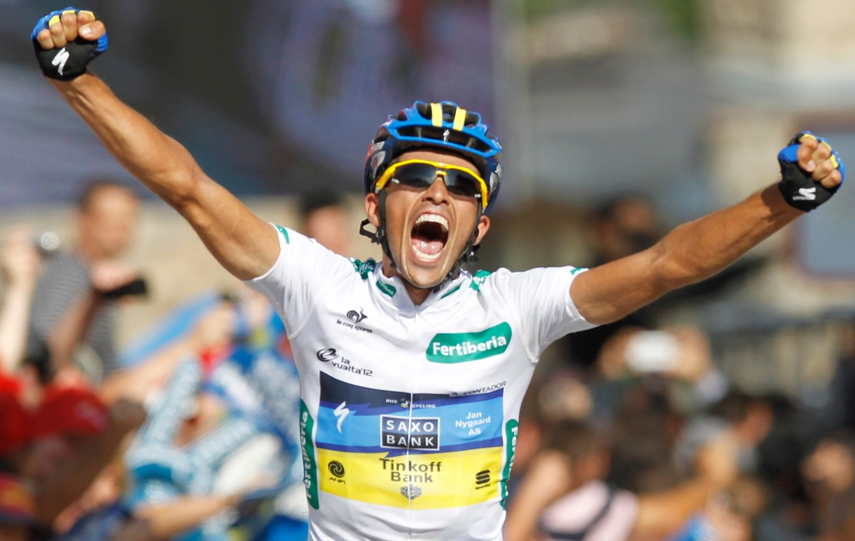 """Team Saxo Bank rider Contador crosses the finish line to win the 17th stage of the Tour of Spain """"La Vuelta"""" cycling race between Santander and Fuente De"""